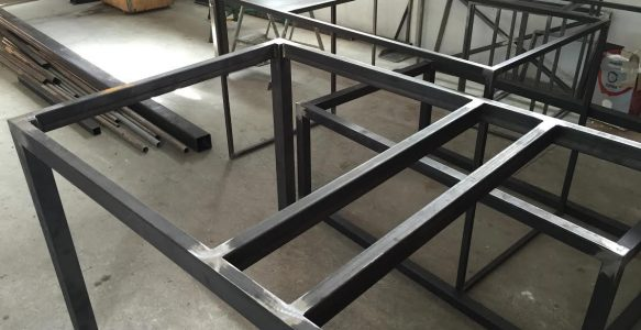 Muebles en hierro - base de mesa