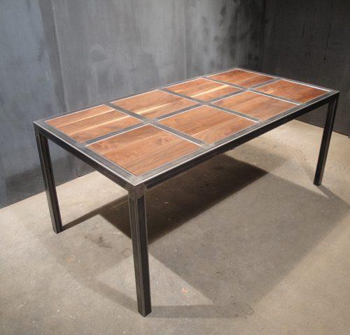 Mesa de comedorhierro y madera